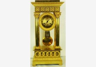 Старинные каминные часы — портик с боем повышенной точности хода.